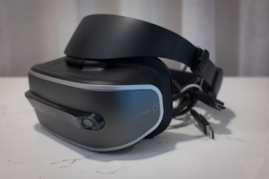 Lenovo Windows Holographic VR headset previewed by the Verge