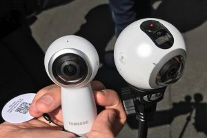 New Samsung Gear 360 2017. Photo by Etienne Leroy of V360 video editing app.